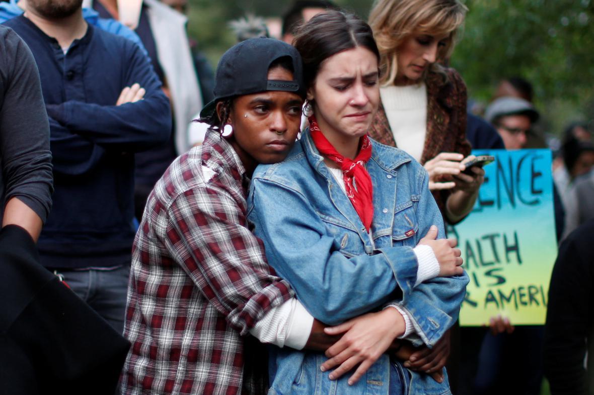 Lidé si připomínají oběti střelby v Orlandu