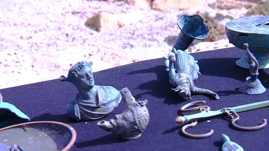 Bronzové sošky z pokladu nalezeného u břehu Caesareje