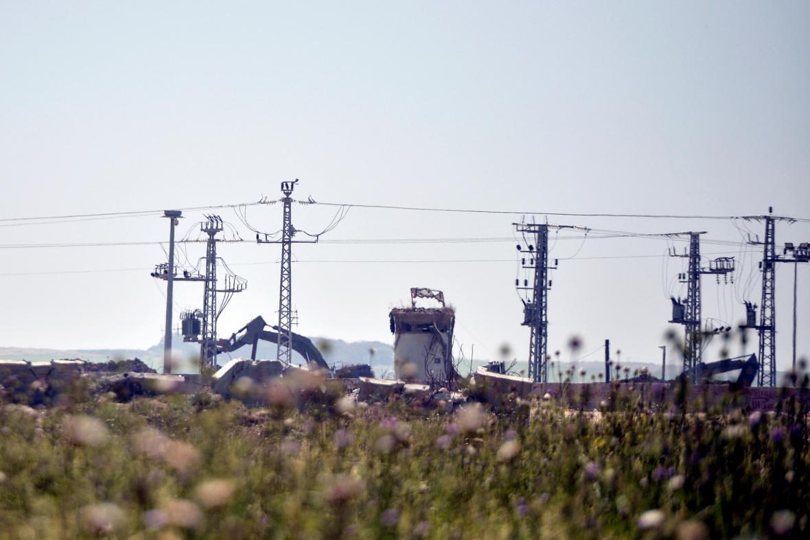 Izraelské stroje likvidují podzemní tunely na svých hranicích s Gazou