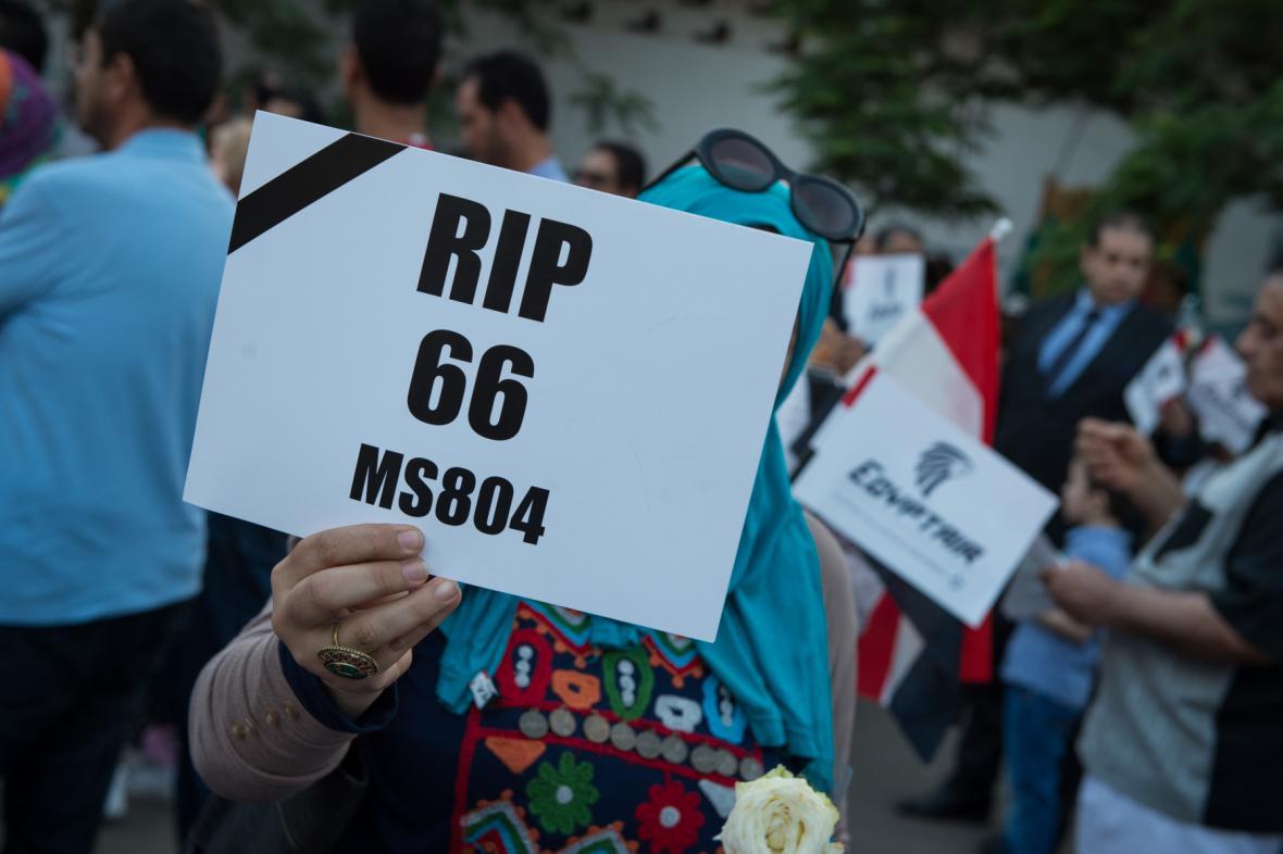 Lidé vzpomínají na oběti z egyptského stroje