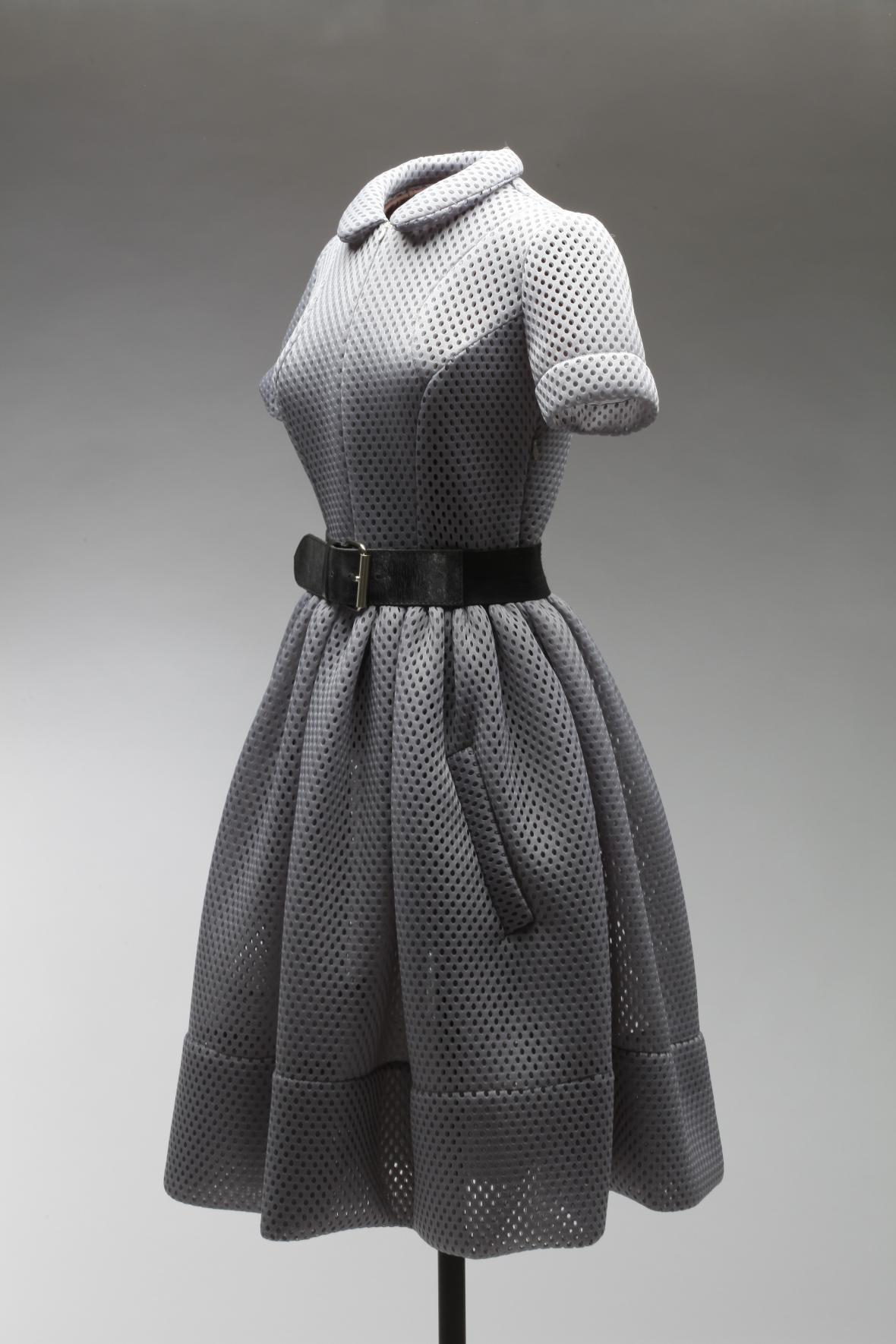 """Šaty dámské šedé """"pro BB"""", Monika Drápalová pro Free Circle, polyester, 2013."""