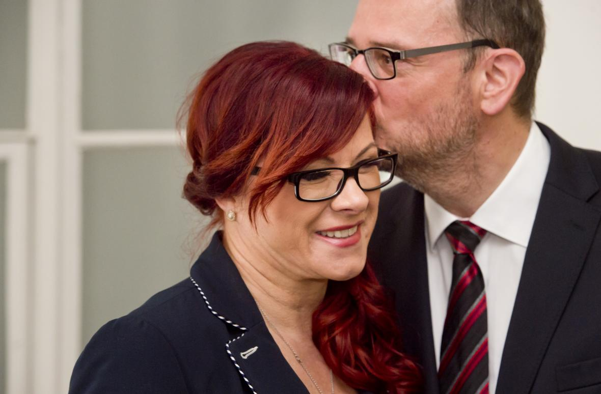 Jana Nečasová s manželem u soudu v kauze zneužití Vojenského zpravodajství