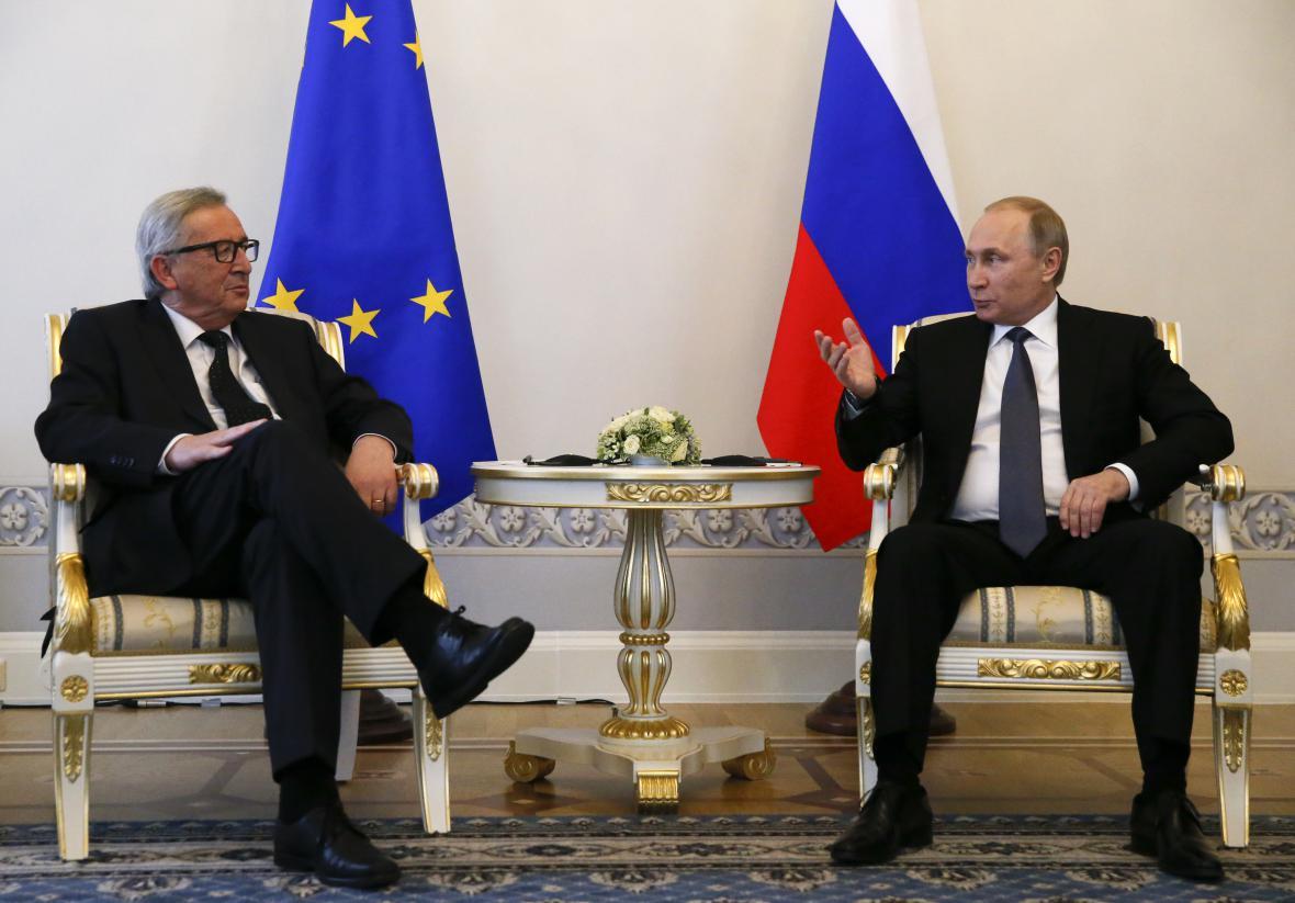Vladimir Putin se šéfem EK Jean-Claudem Junckerem