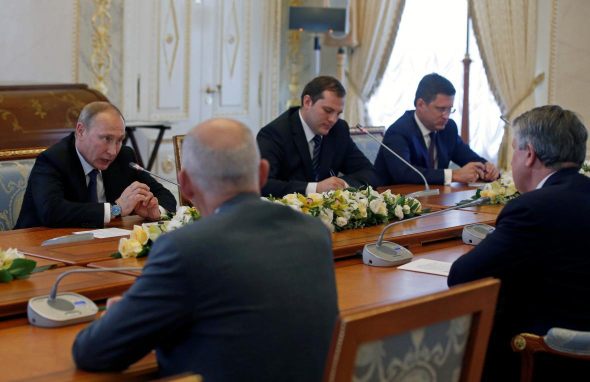 Vladimir Putin jedná se zástupci podnikatelských sdružení