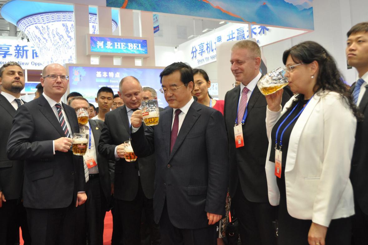 Česká delegace navštívila český pavilon na veletrhu v čínském městě Tchang-šan
