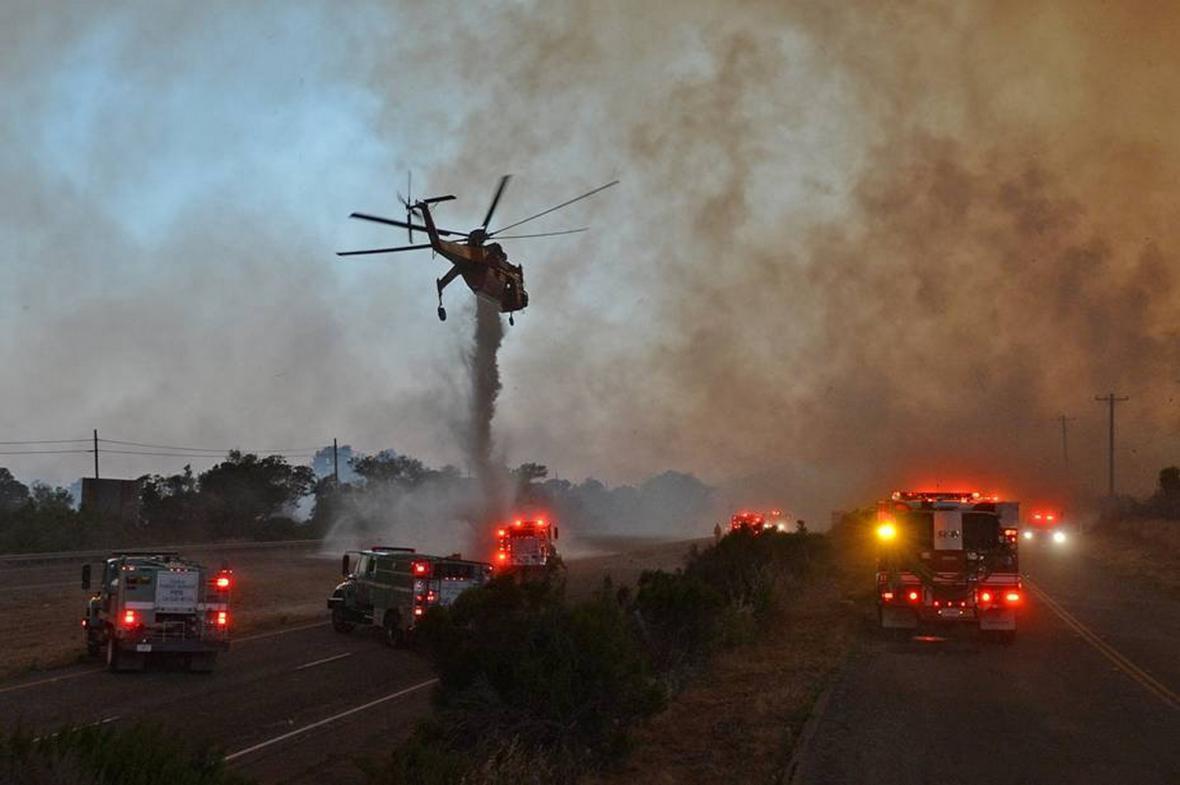 Plameny zachvátily Highway 101