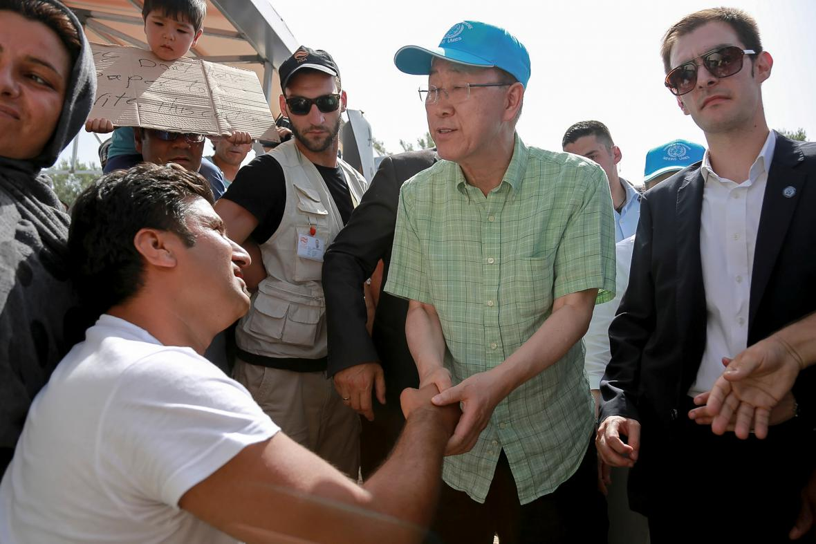 Generální tajemník OSN v uprchlickém táboře na Lesbu