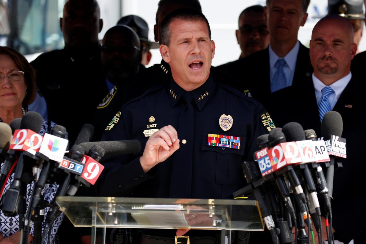 Šéf orlandské policie John Mina během tiskové konference