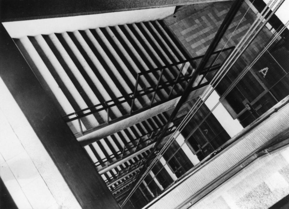 Josef Sudek: Výtahová šachta ve Veletržním paláci, asi 1928
