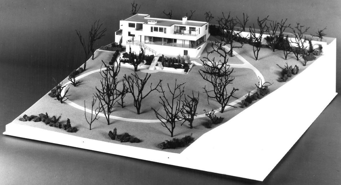 Ludwig Mies van der Rohe: Vila Tugendhat v Brně, 1930, model postaven 1999
