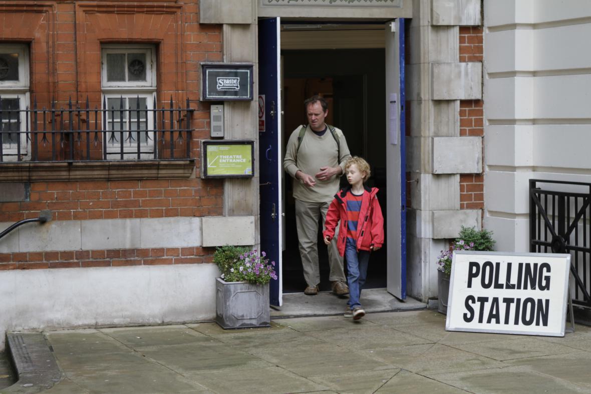 Volební místnost v Londýně