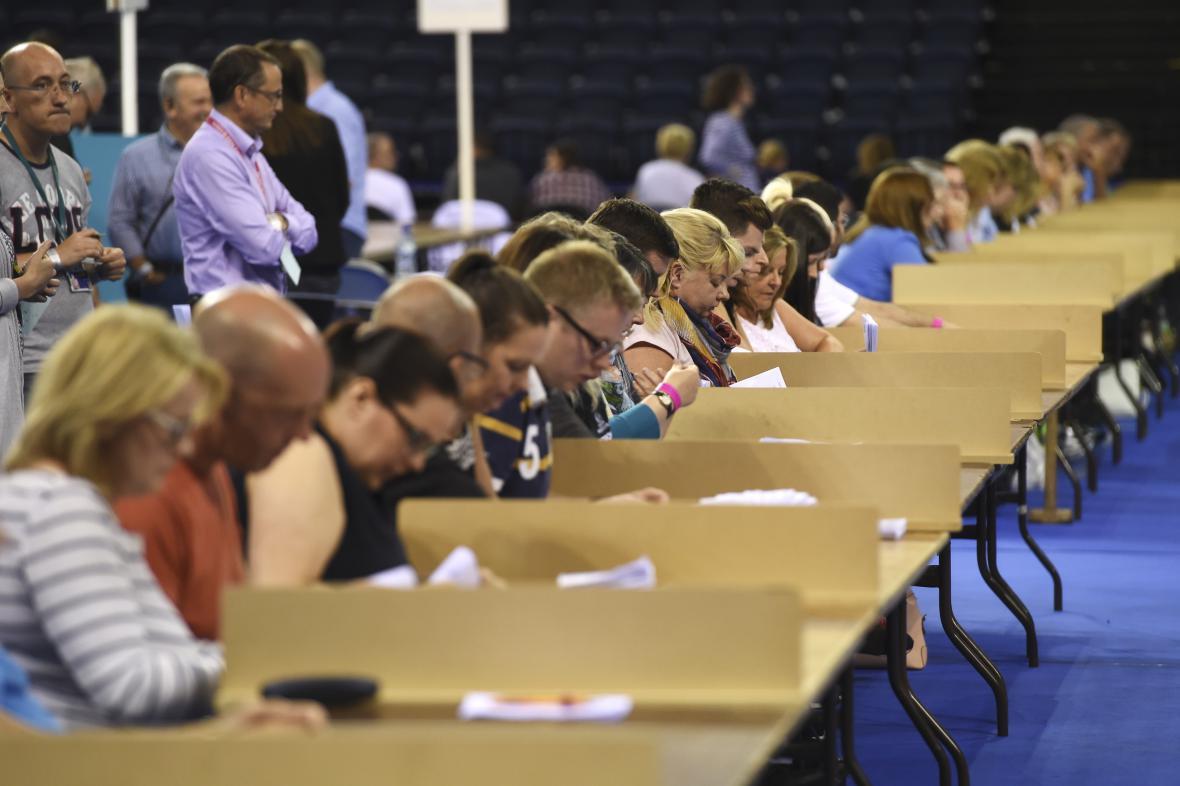 Sčítání hlasovacích lístků v britském referendu