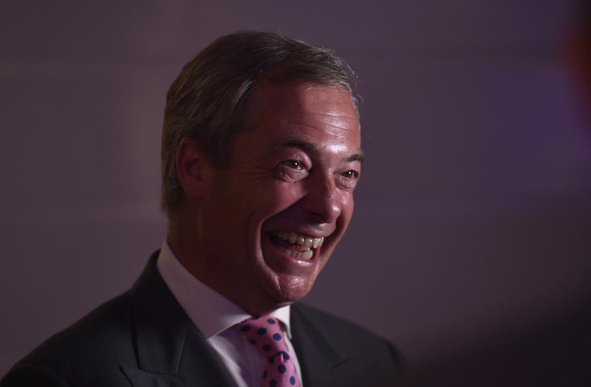 Jeden ze stoupencí brexitu, europoslanec Nigel Farage