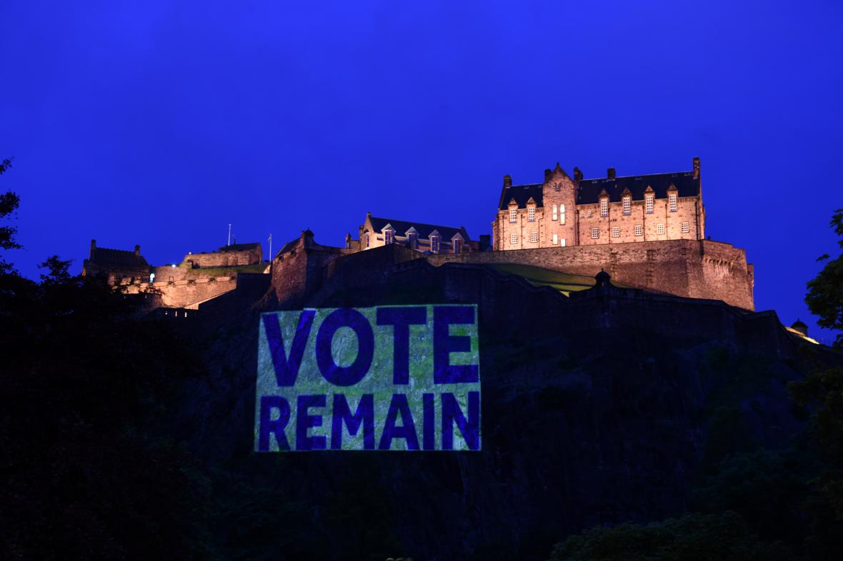 Většina Skotů chtěla zůstat v EU
