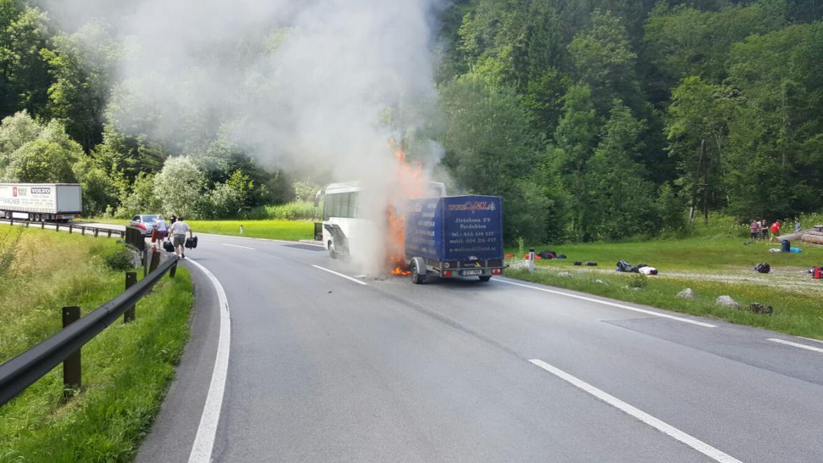 Požár českého autobusu v Rakousku