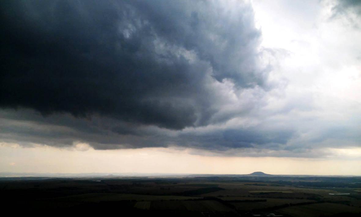 Bouřka nad Řípem