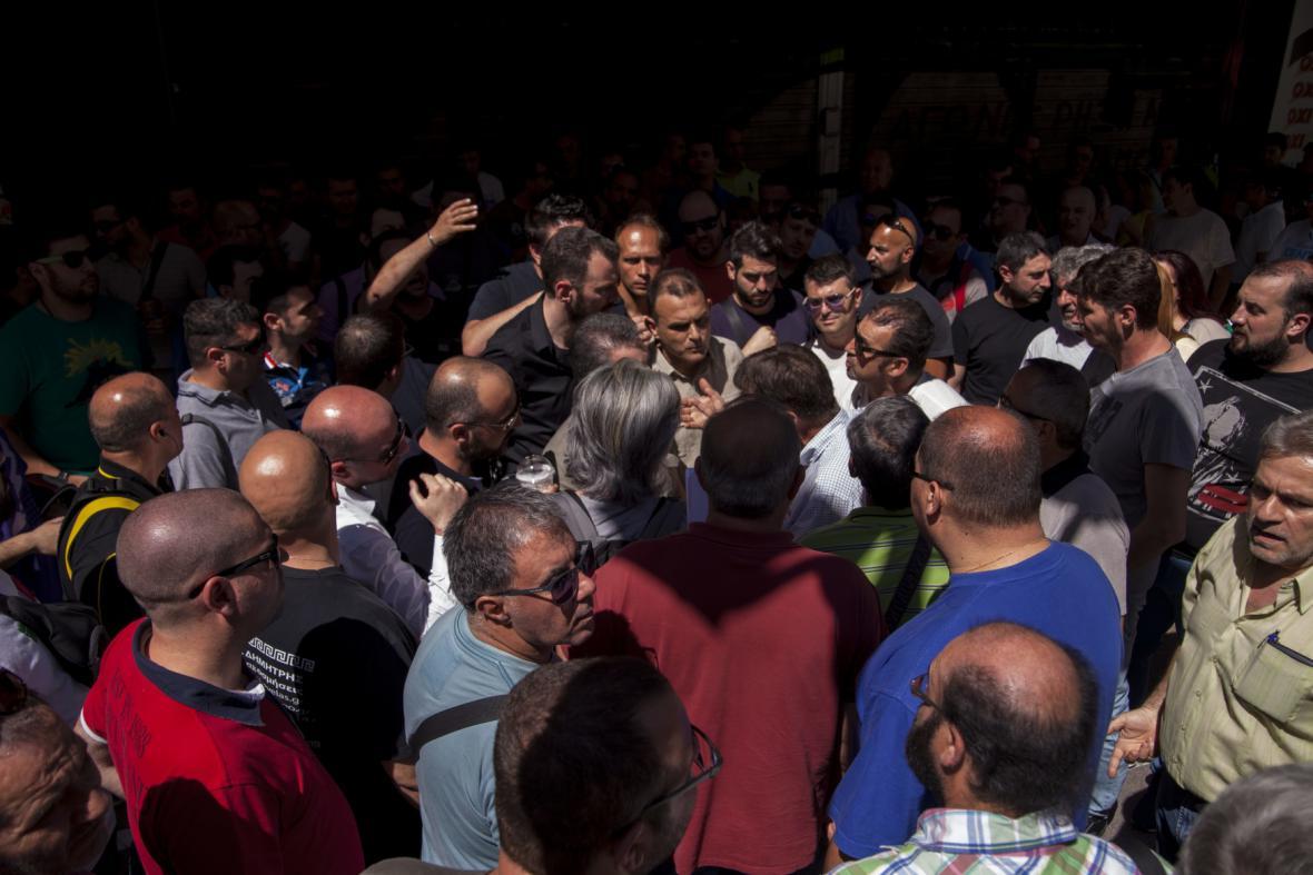 Protest nezaměstnaných Řeků před ministerstvem práce