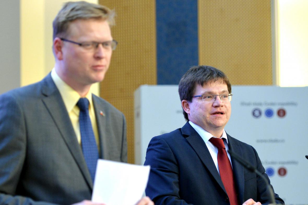 Předseda Technologické agentury ČR Petr Očko a místopředseda vlády pro vědu, výzkum a inovace Pavel Bělobrádek