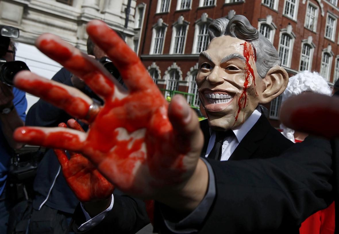 Odpůrci invaze před zveřejněním vyšetřovací zprávy demonstrovali v Londýně