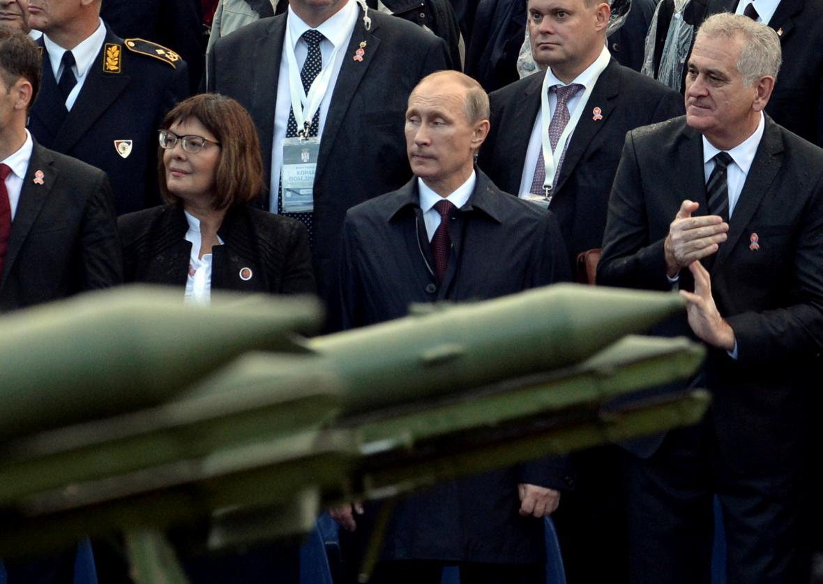 Vladimir Putin na vojenské přehlídce v Srbsku