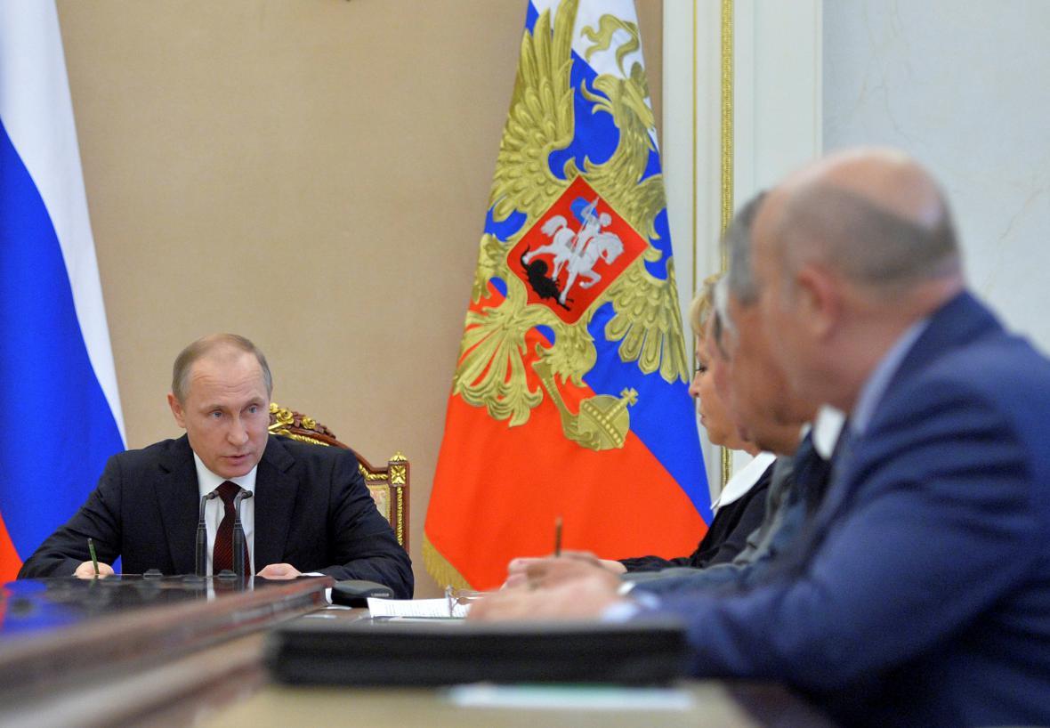 Ruský prezident Vladimir Putin na jednání bezpečnostní rady
