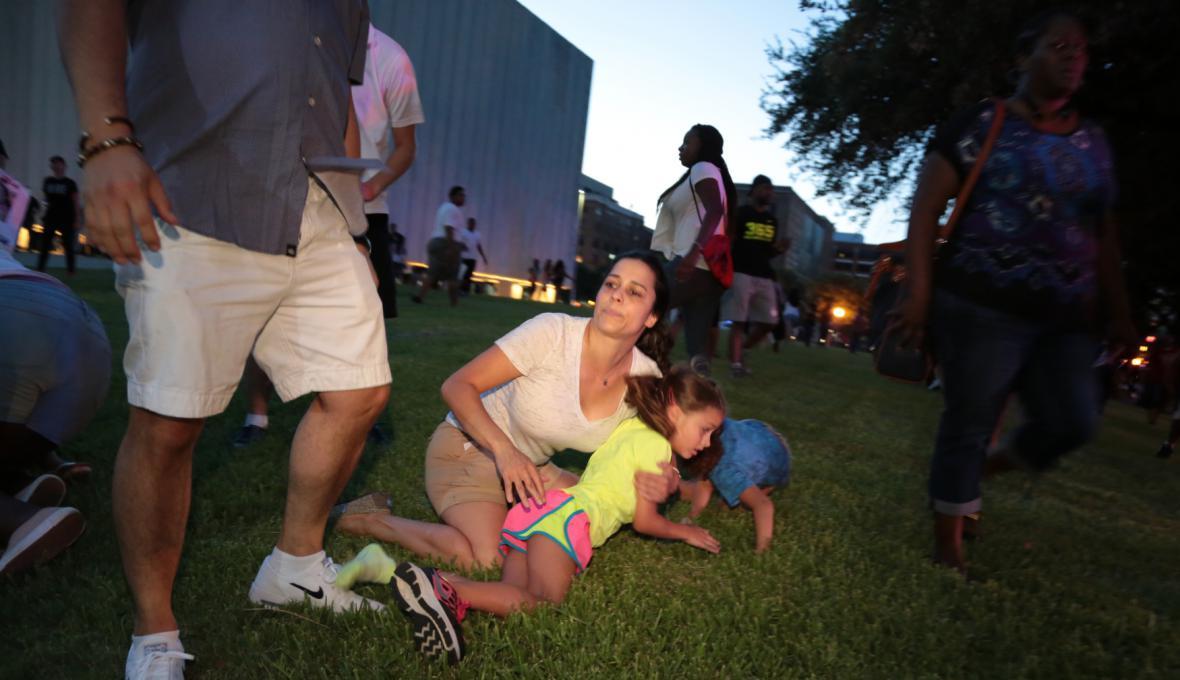 Svědci střelby v Dallasu