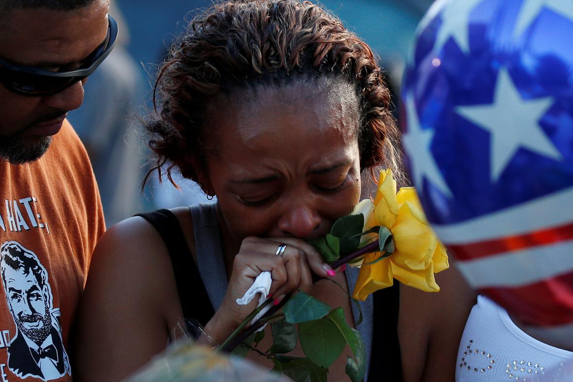 Smutek po střelbě na policisty v Dallasu