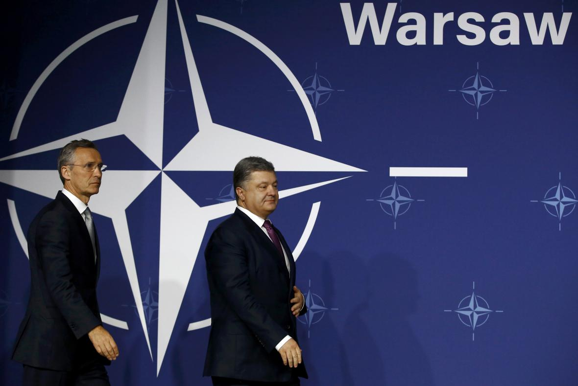 Ukrajinský prezident Petro Porošenko se šéfem NATO