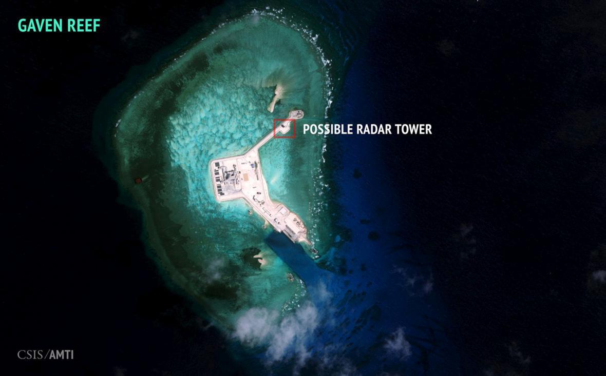 Satelitní snímek jedné z ostrovních základen Číny