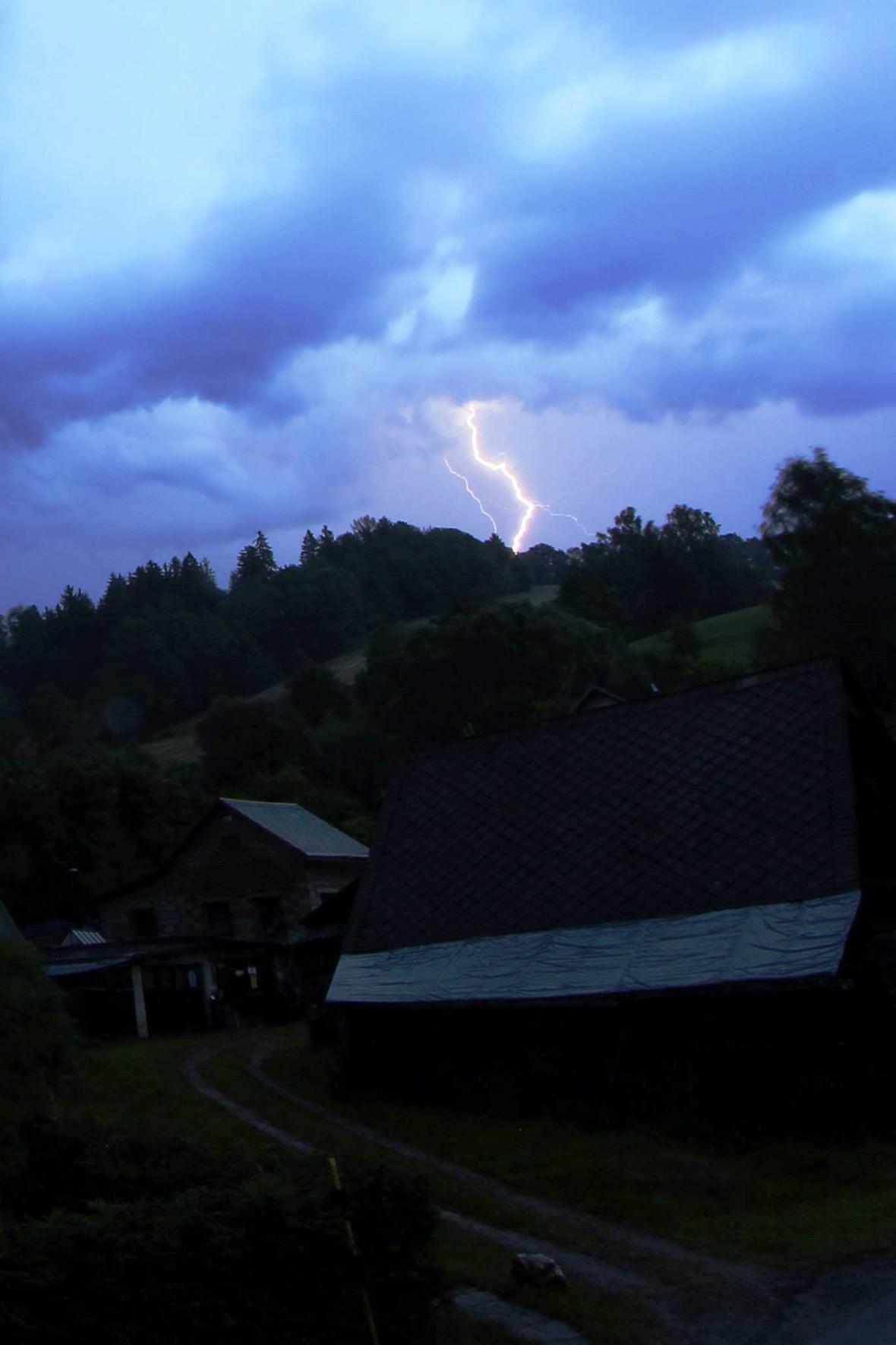 Večerní bouřka nad Dolními Štěpanicemi