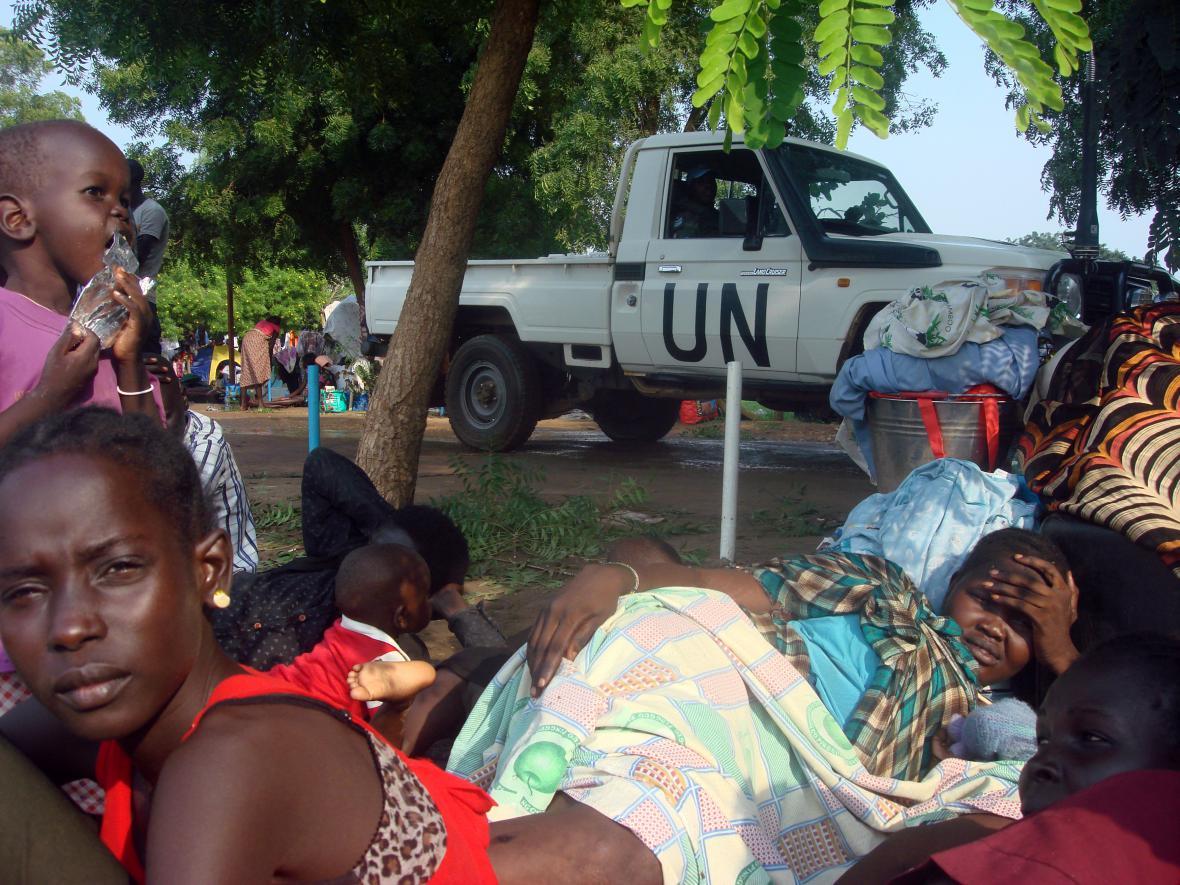 Provizorní uprchlický tábor v rámci mise OSN na okraji Juby