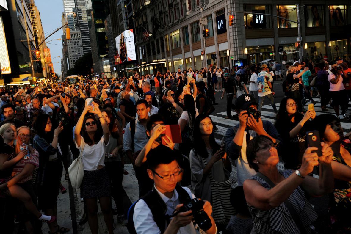 Lidé si fotí úkaz zvaný ManhattanHenge