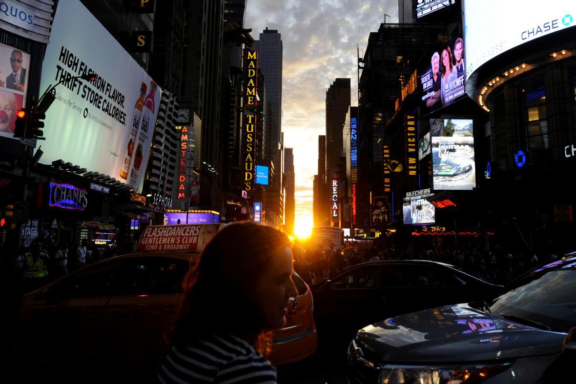 Lidé si fotí úkaz známý jako ManhattanHenge