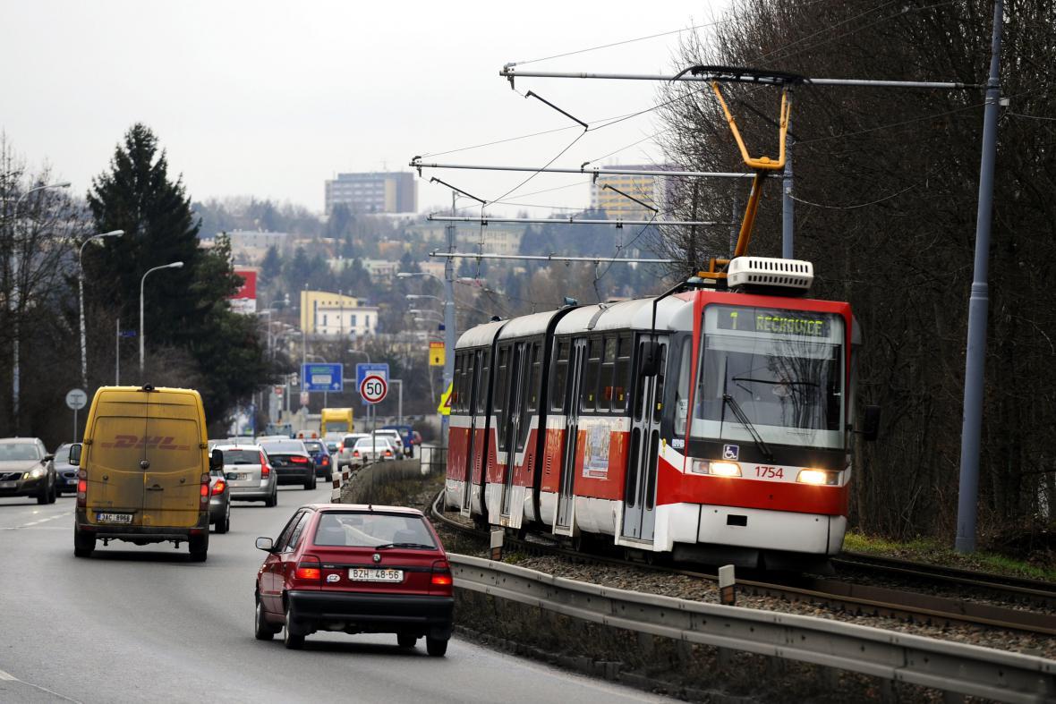 Kvůli rozšíření se mají tramvajové koleje přesunout do tunelu