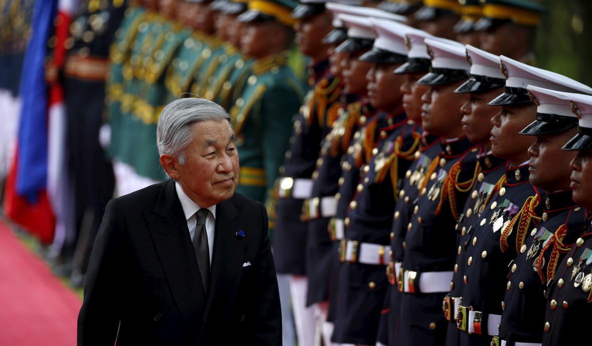 Císař Akihito na vojenské přehlídce