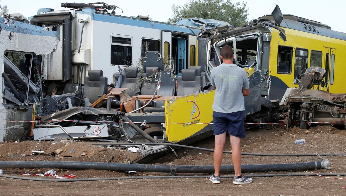 Následky srážky vlaků v jižní Itálii