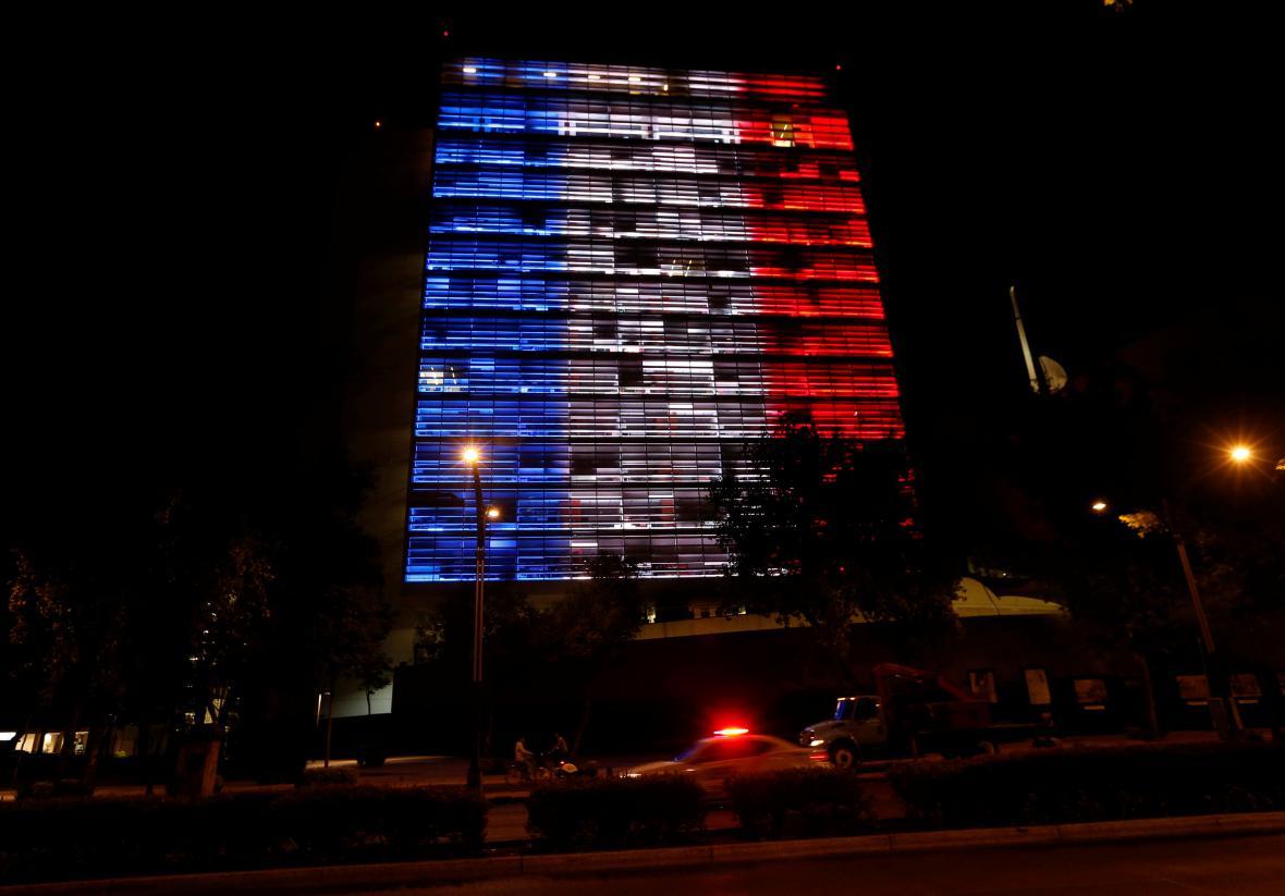 Budova mexického senátu ve francouzských barvách
