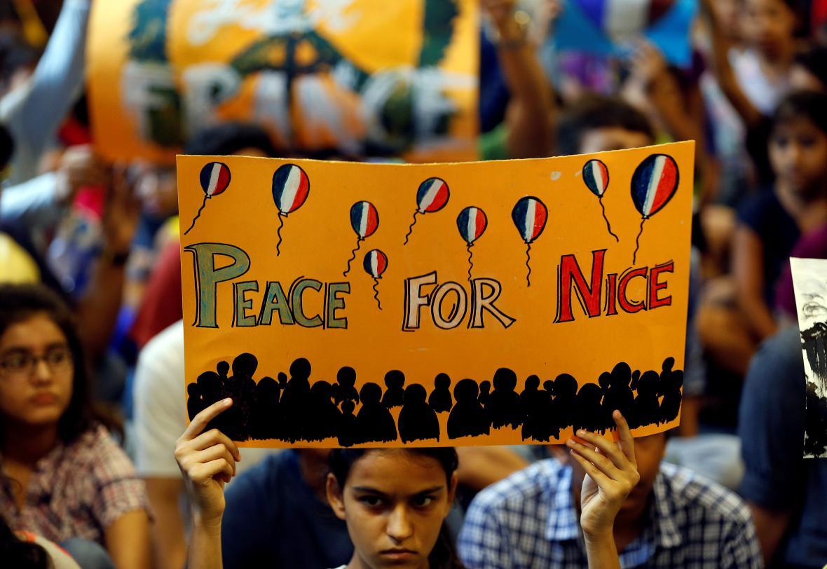 Soustrast s oběťmi z Nice