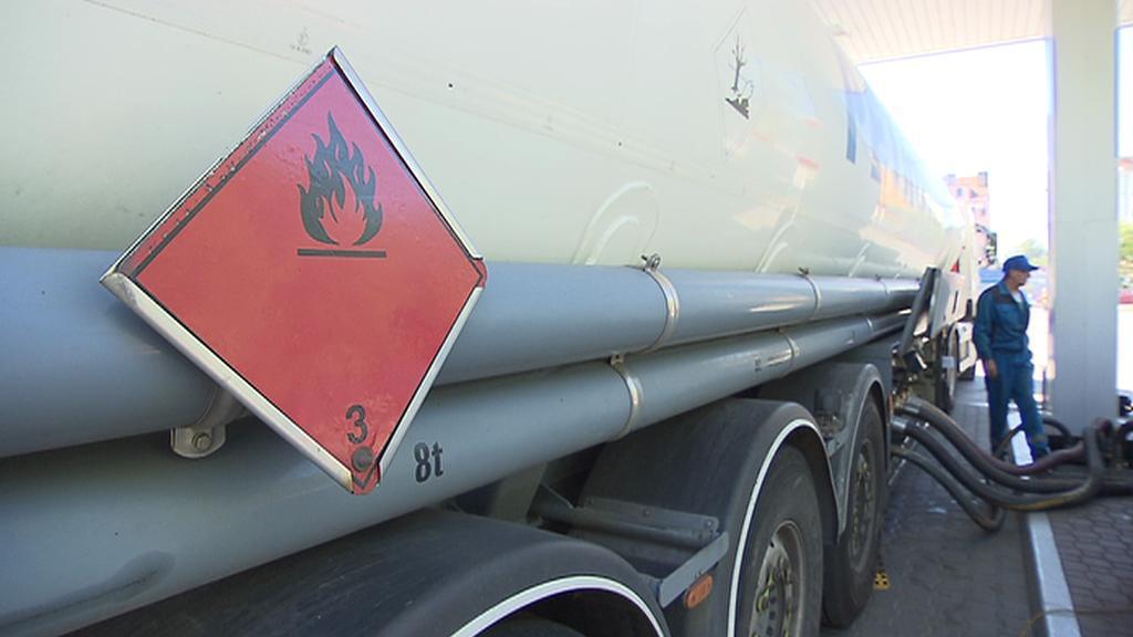 Přečerpávání paliva z cisterny do podzemních nádrží
