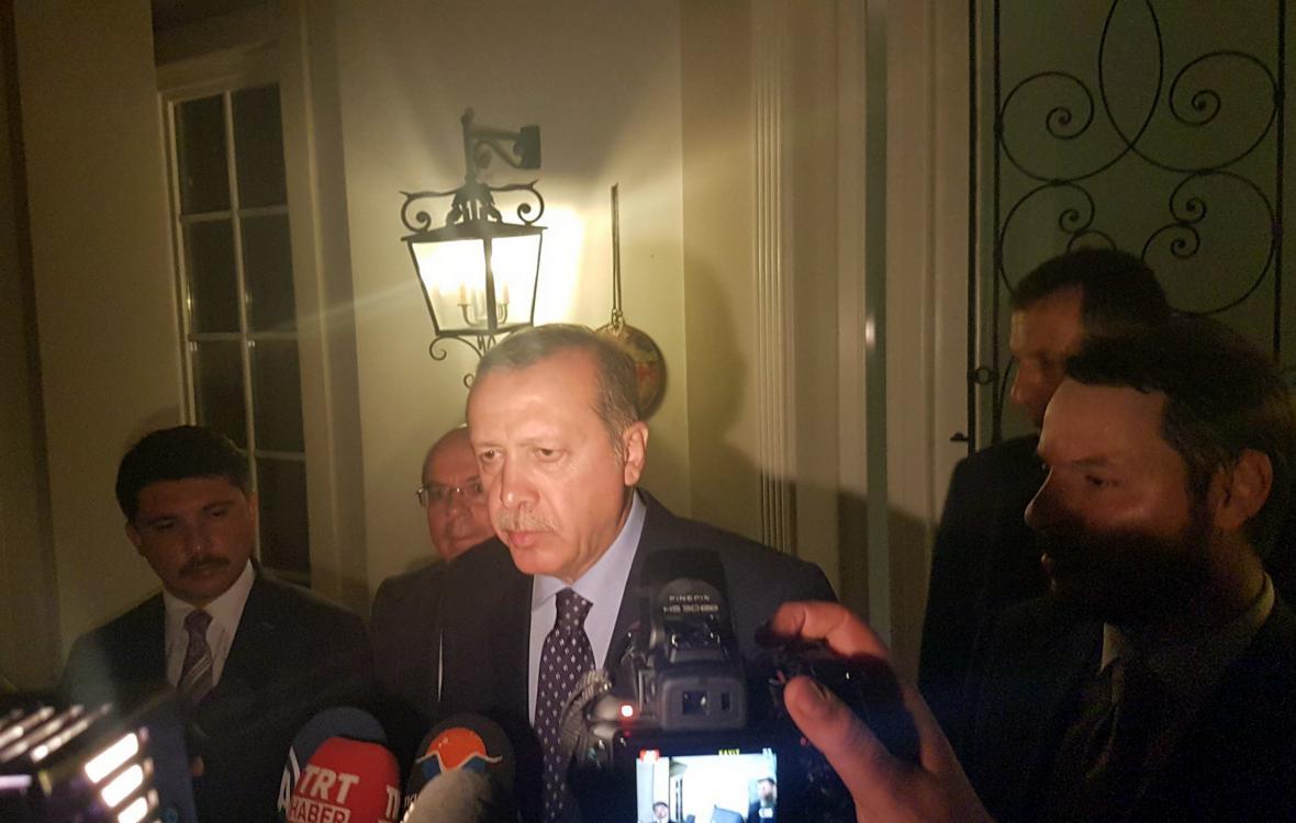 Turecký prezident Recep Tayyip Erdogan před novináři
