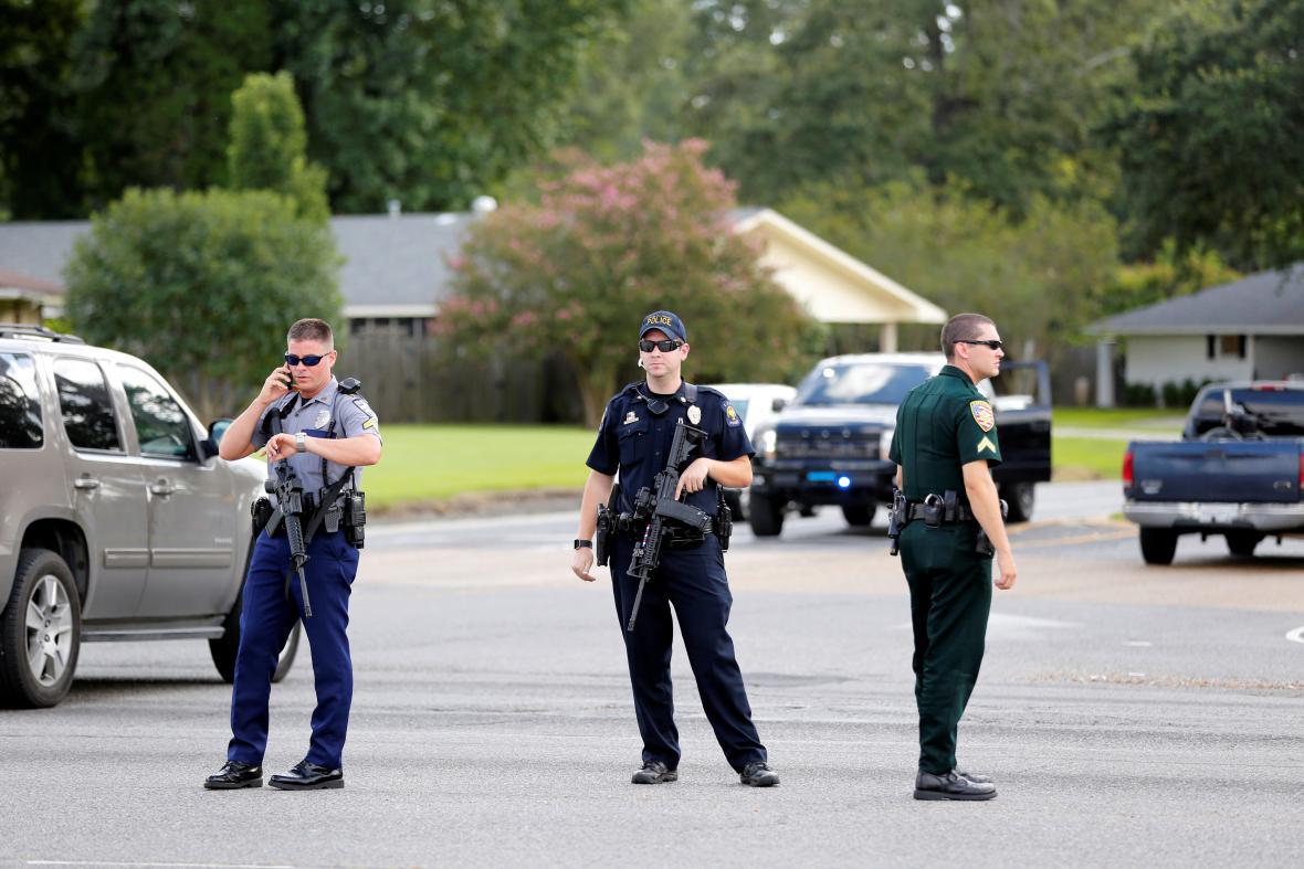 Policisté na místě incidentu