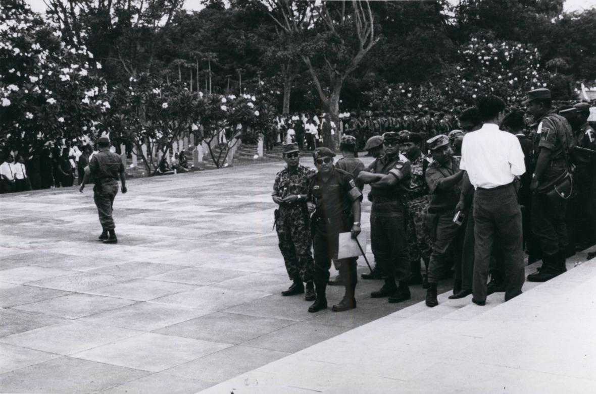 Pohřeb šesti zavražděných generálů odstartoval represe v celé zemi