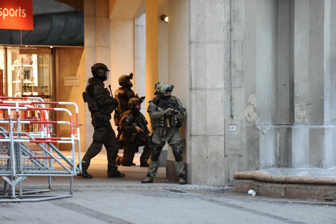 Speciální policejní komando v akci v centru Mnichova
