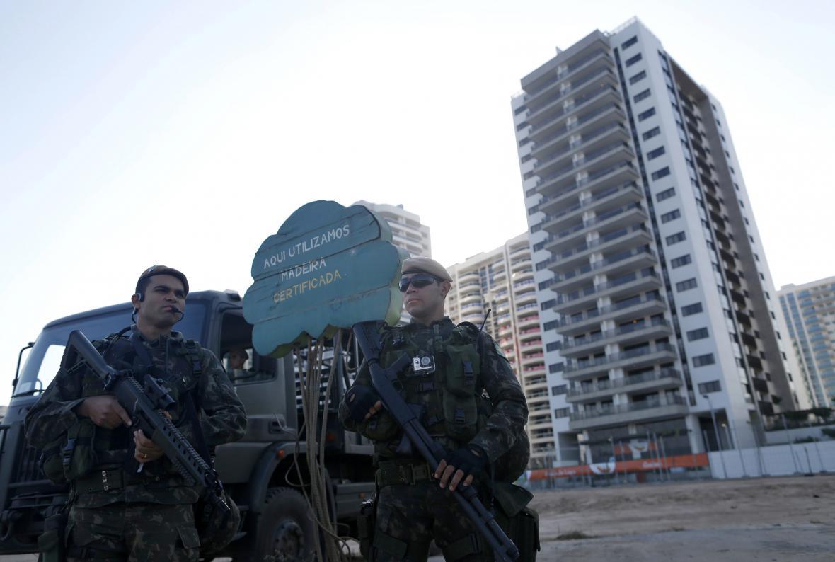 Policejní hlídky v ulicích Ria