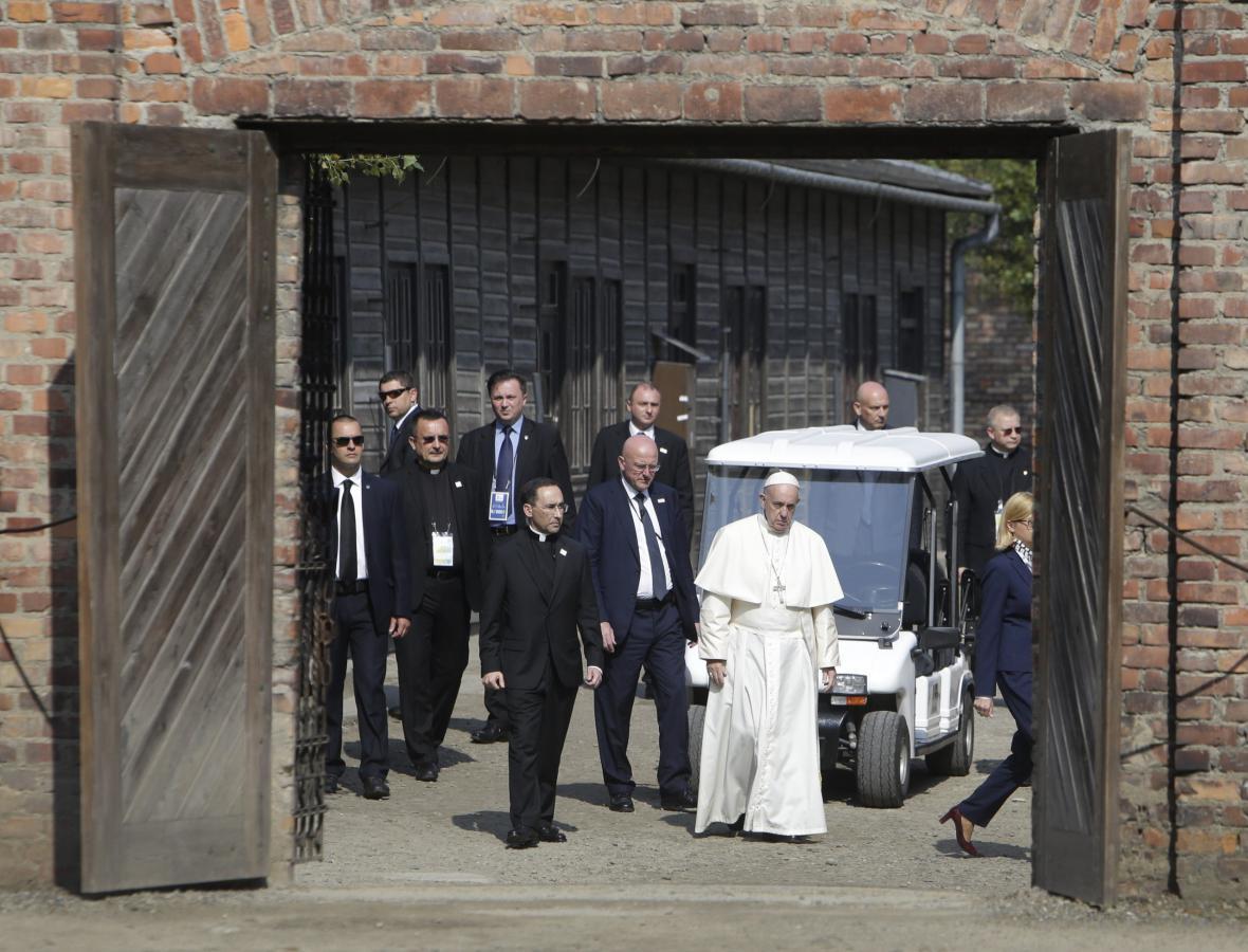 Papež František zavítal do někdejšího tábora Osvětim