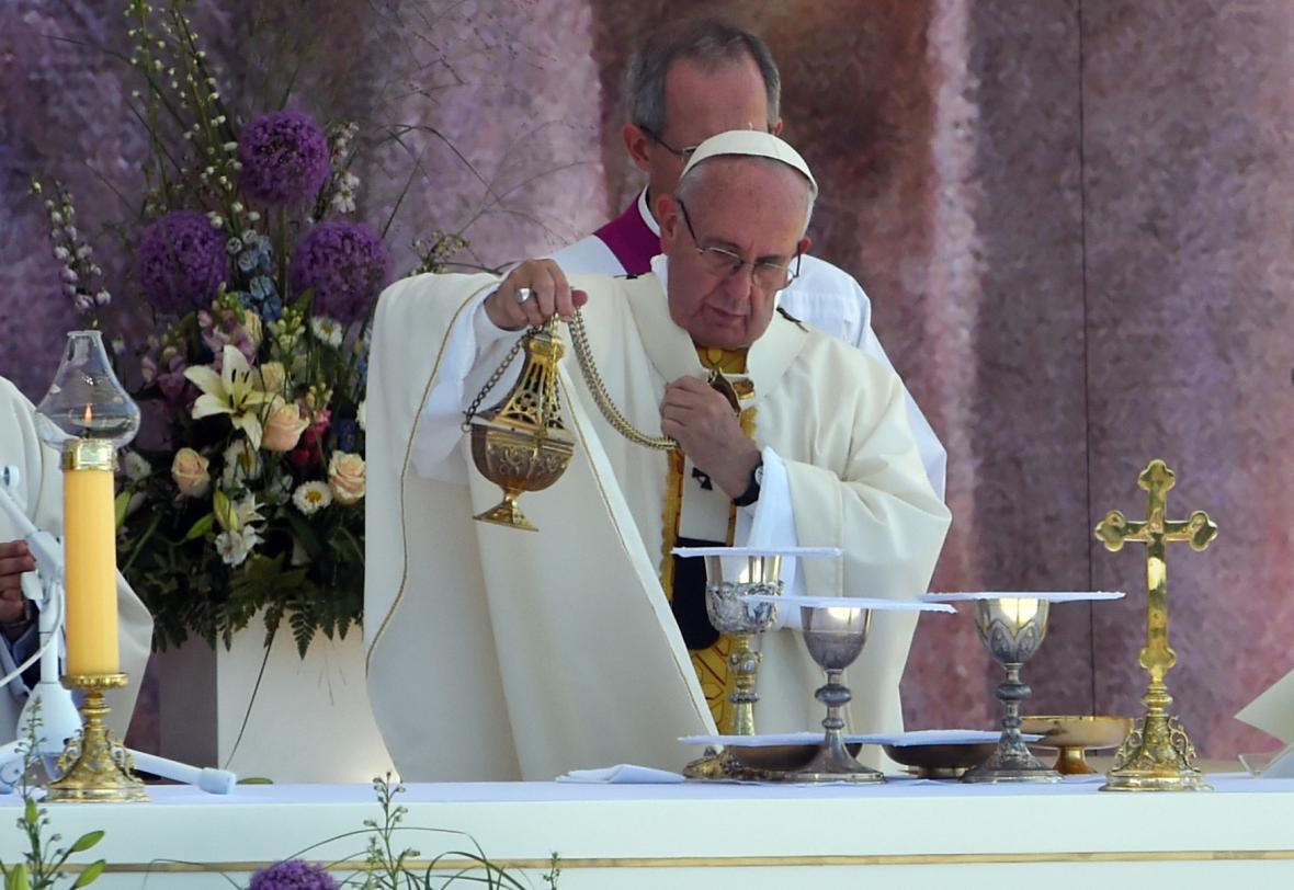 Papež při slavnostní mši