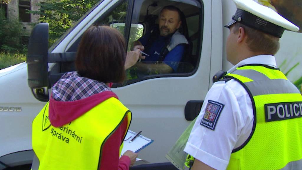 První společné kontroly policie a veteriny