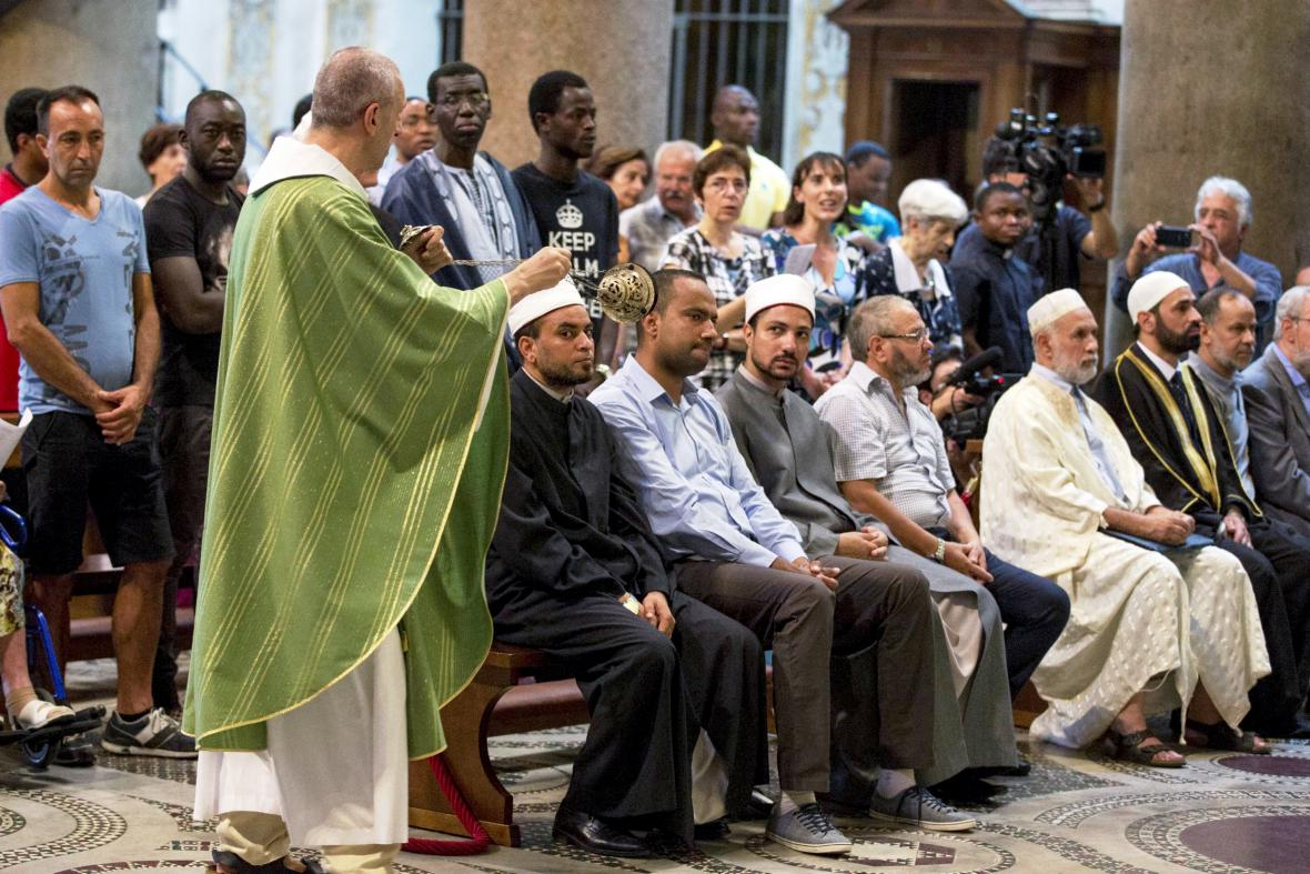 Muslimové na bohoslužbě v bazilice Panny Marie v Římě