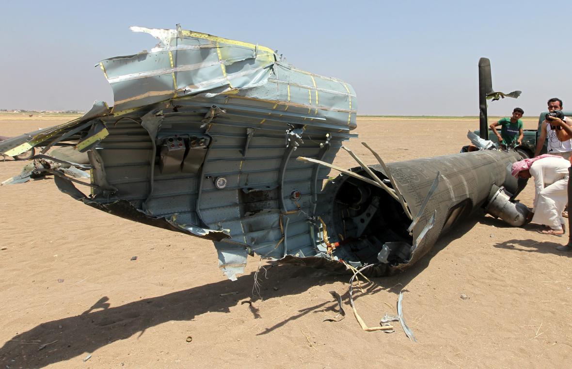 Trosky sestřeleného ruského vrtulníku.