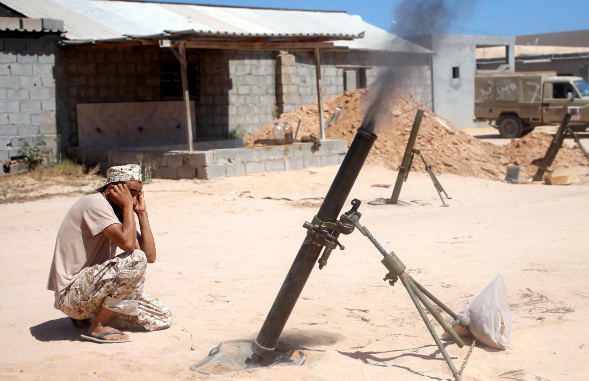 Libyjský voják během bojů u Syrty